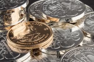 Foto von Gold und Silber zum Geld sparen